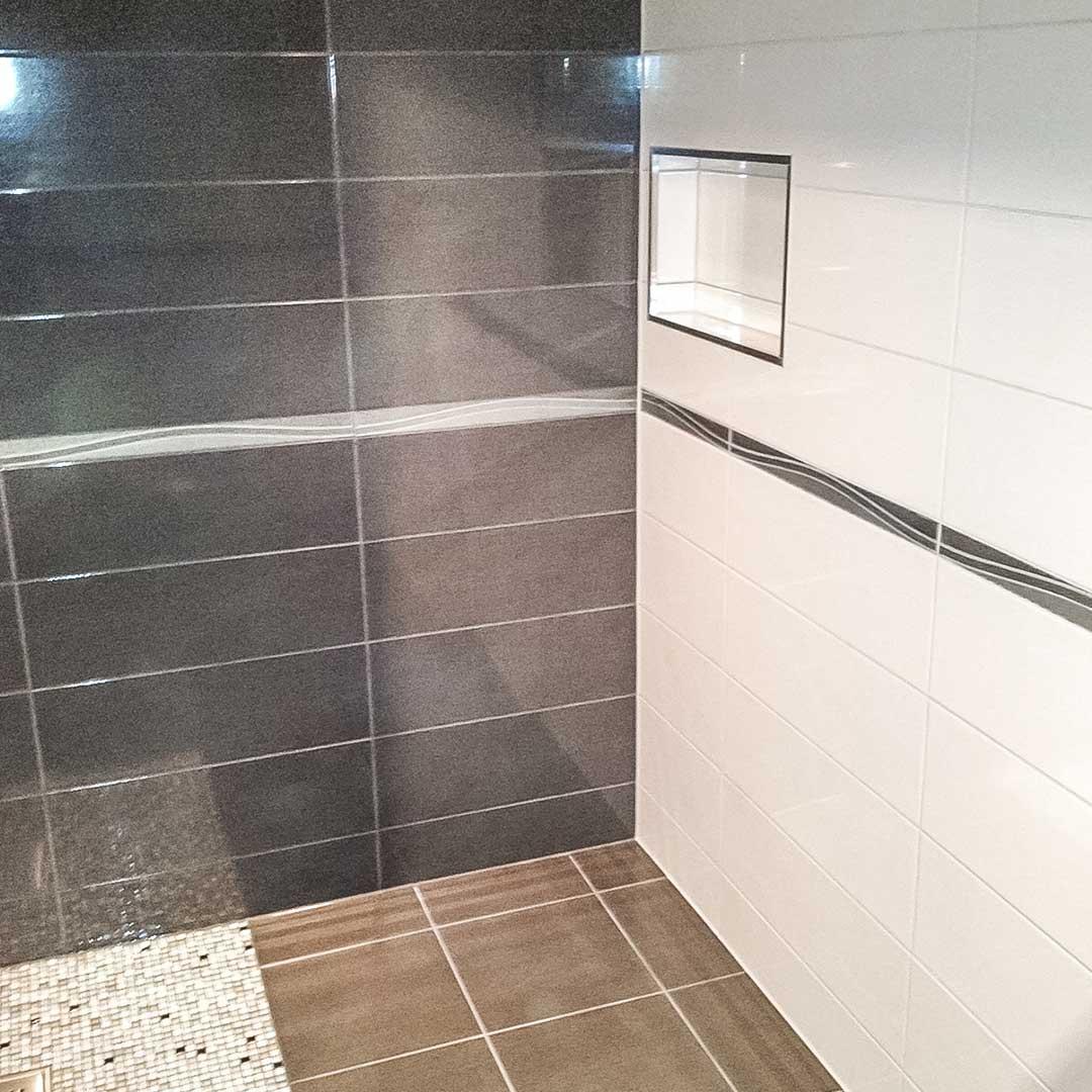 svarte-og-hvite-fliser-bad-v02